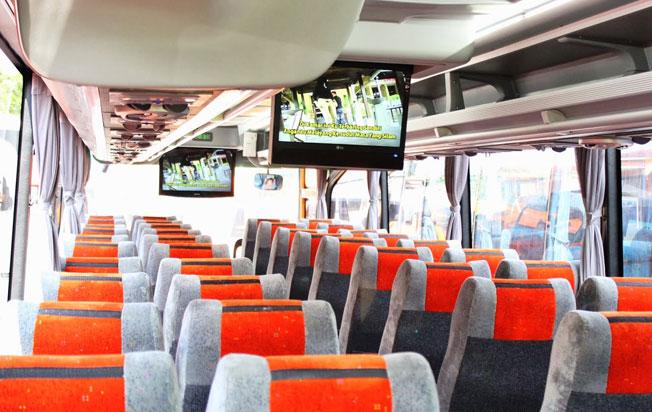 interior sewa bus pariwisata panorama jakarta
