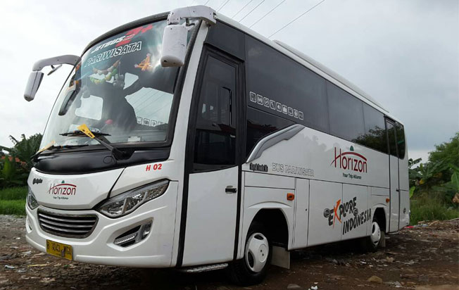 Medium bus pariwisata horizon Jakarta