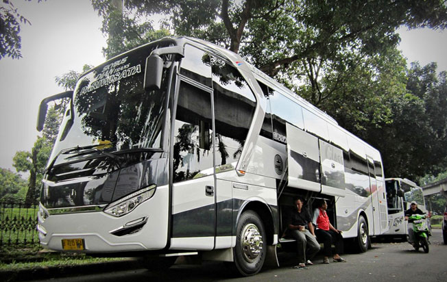 sewa bus murah di jakarta dian trans gemilang